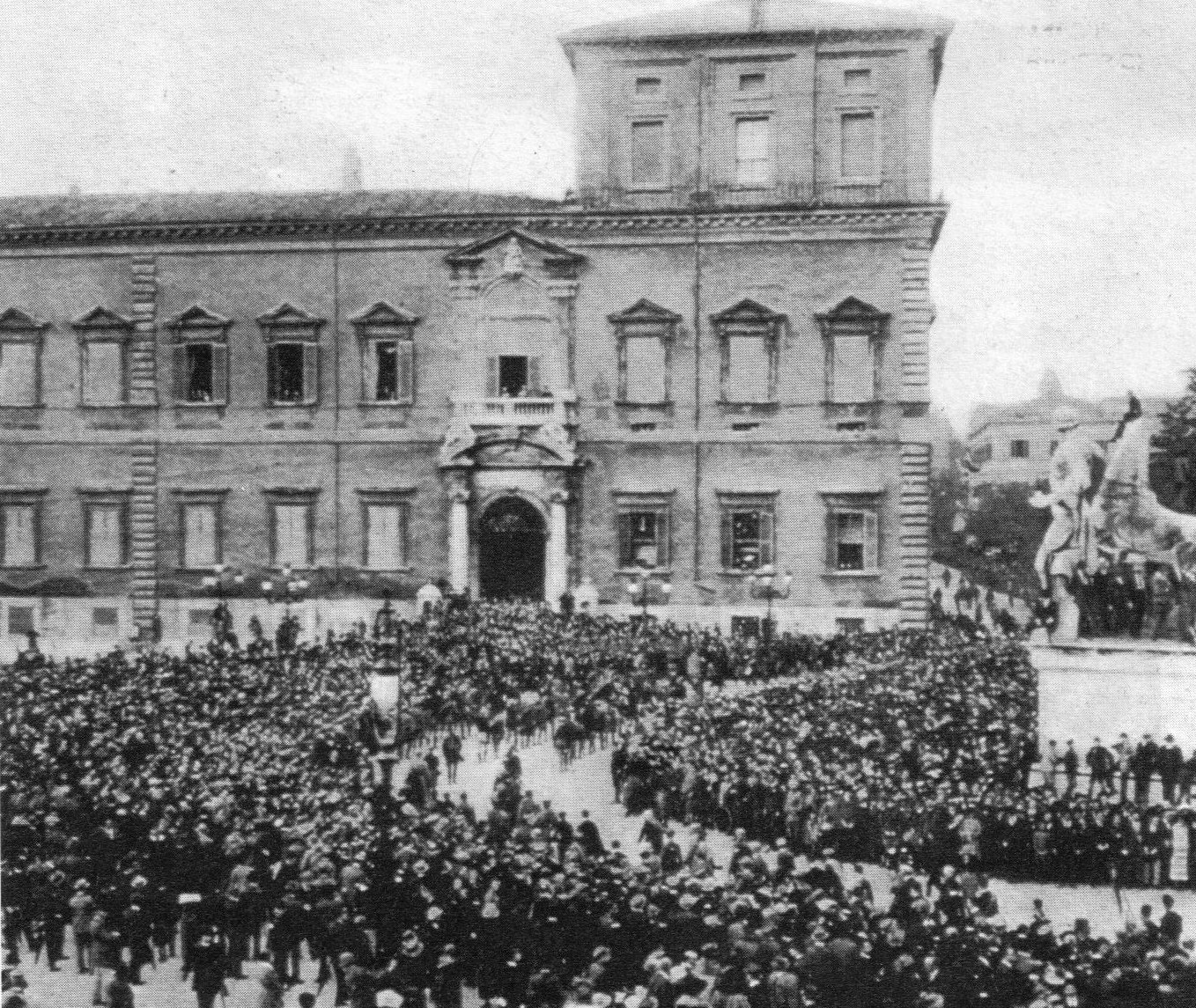 Fascists parading near the residence of the king of Italy