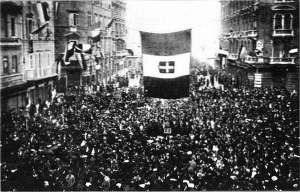 Residents of Fiume greet D'Annunzio. September 1919