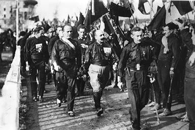 Mussolini marching to Rome with the blackshirts