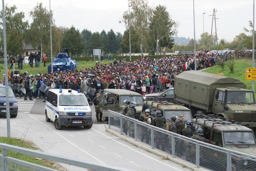 Migrants arrive to Dobova, Slovenia