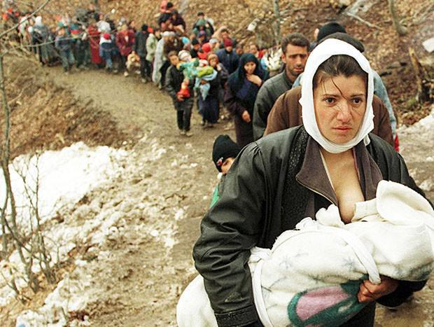 Albanian woman with her child. Refugees. 1999.