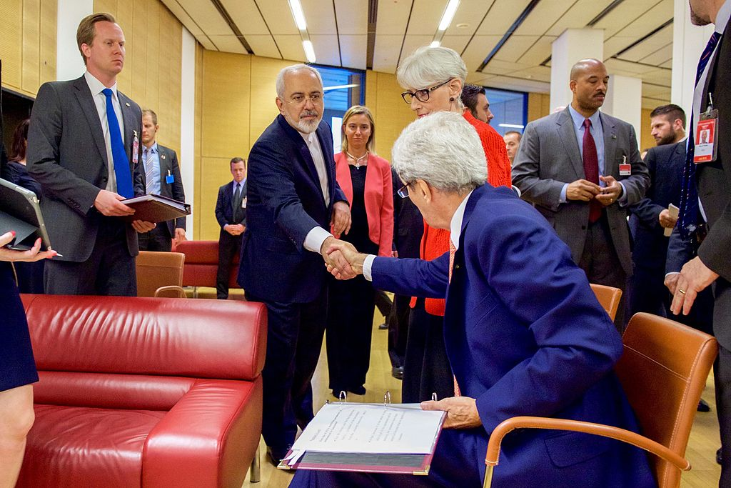 Iranian and American foreign affairs ministers shaking hands at the end of nuclear program negotiations on 14 July 2015, Vienna.