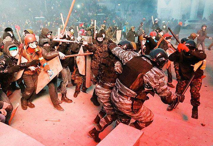 """Peaceful protesters"" clash with Berkut police"