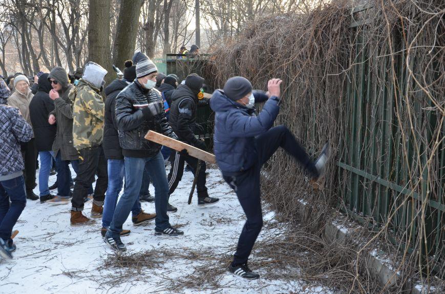 Extremists storming the Dnepropetrovsk regional administration. January 26, 2014.