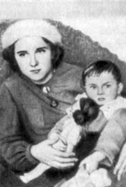 Olga Grenenber with her daughter Romena