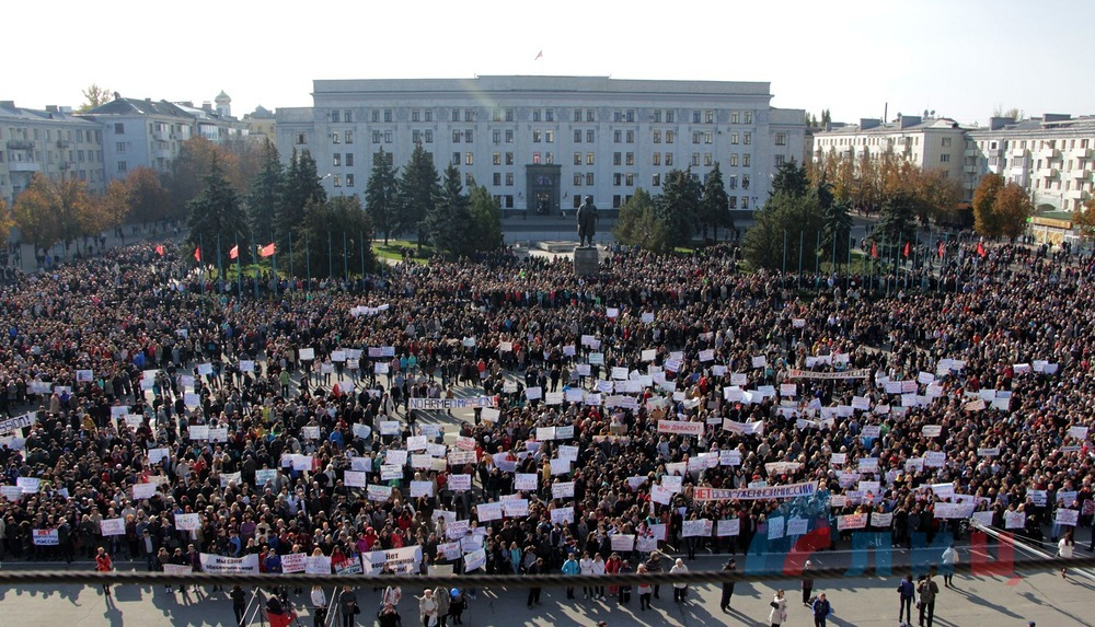 October 10 rally in Lugansk against arming OSCE Mission in Donbass. Photo © LuganskInformCenter