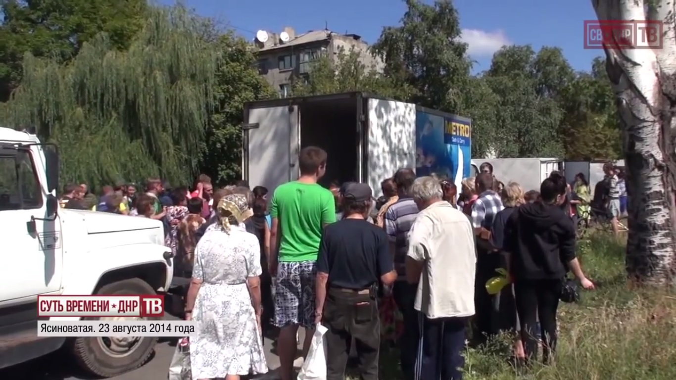 Distribution of humanitarian aid by Vostok battalion. Yasinovataya. August 23, 2014.  Still from EoT-DPR TV Issue 140