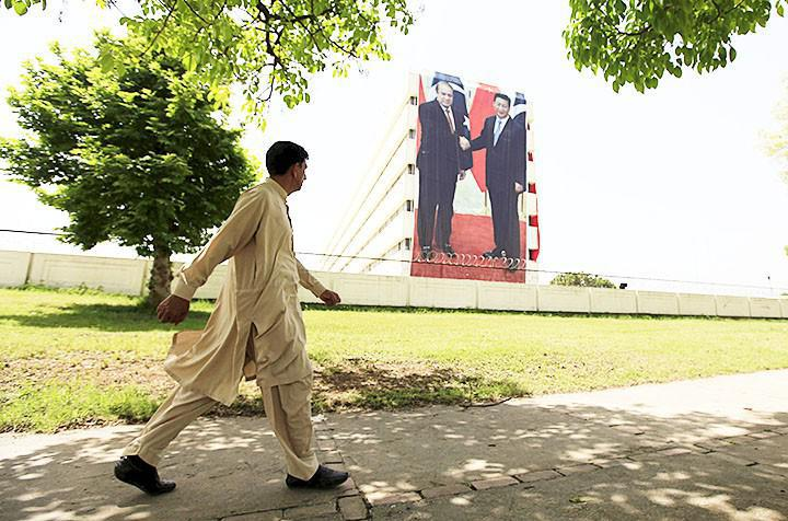 Six-storey high banner in Islamabad dedicated to Xi Jinping's visit to Pakistan. Photo by Faisal Mahmood/Reuters