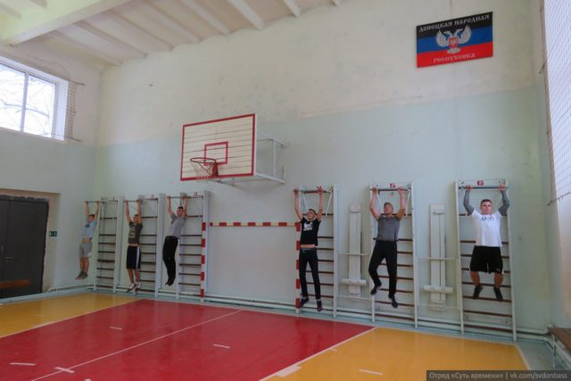 Students of Makeevka school celebrated the Day of Defender